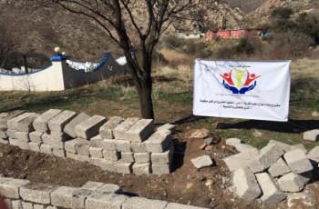 مباشرة مشروع بناء سياج مقبرة قرية ( دهي) من قبل